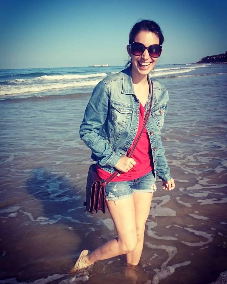 Vanessa Fernández Nutriverssa feliz en la playa
